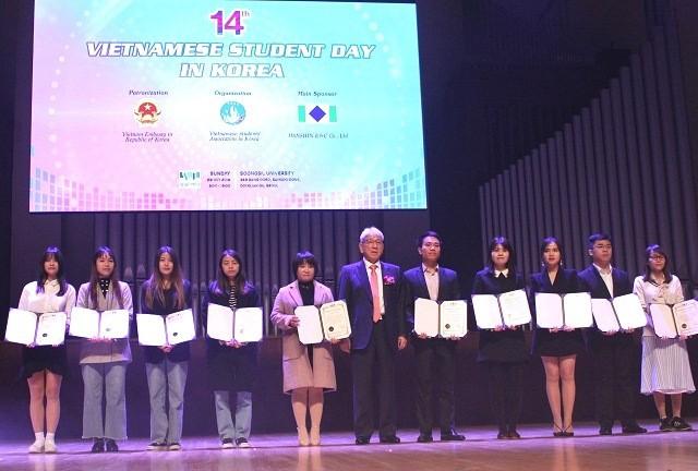 """Ngày hội sinh viên Việt Nam tại Hàn Quốc lần thứ 14 – """"Bữa tiệc văn hóa"""" dành cho sinh viên - ảnh 10"""