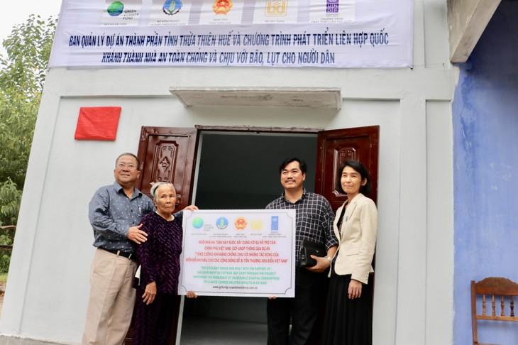 Thừa Thiên Huế tiếp nhận 107 ngôi nhà an toàn chống bão lũ cho các hộ nghèo - ảnh 3
