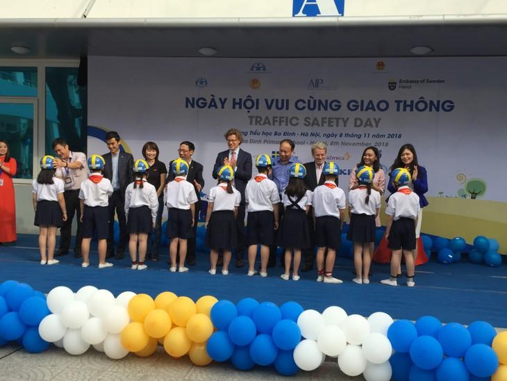 Thụy Điển chia sẻ kinh nghiệm với Việt Nam về nâng cao an toàn giao thông đường bộ - ảnh 2