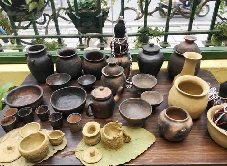 Độc đáo cách làm gốm của người Bana ở Kon Tum - ảnh 1
