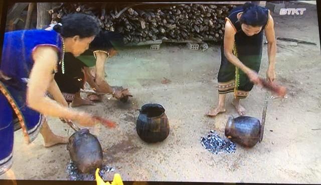 Độc đáo cách làm gốm của người Bana ở Kon Tum - ảnh 5