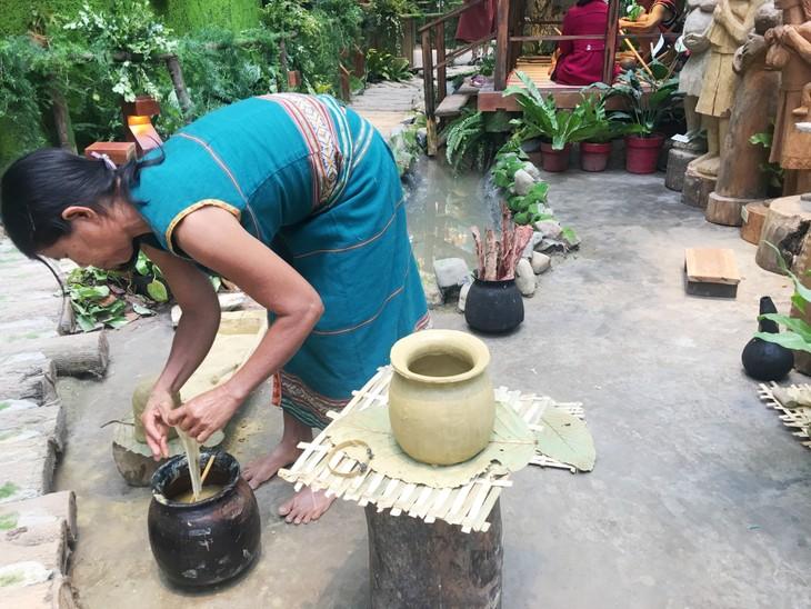 Độc đáo cách làm gốm của người Bana ở Kon Tum - ảnh 3