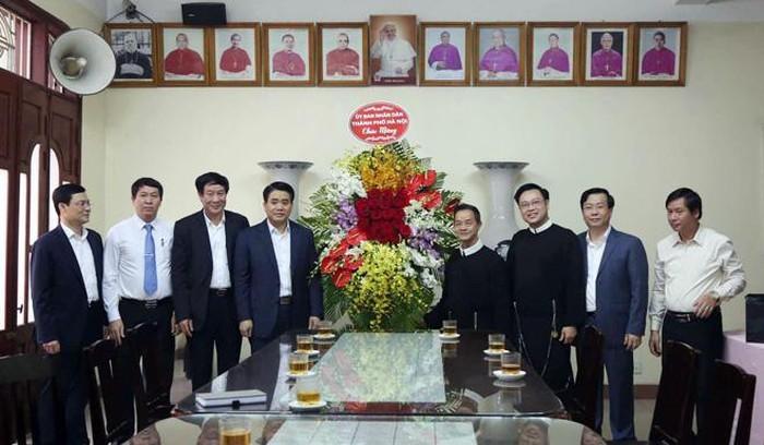 Chủ tịch UBND thành phố Hà Nội chúc mừng Linh mục Trịnh Ngọc Hiên - ảnh 1
