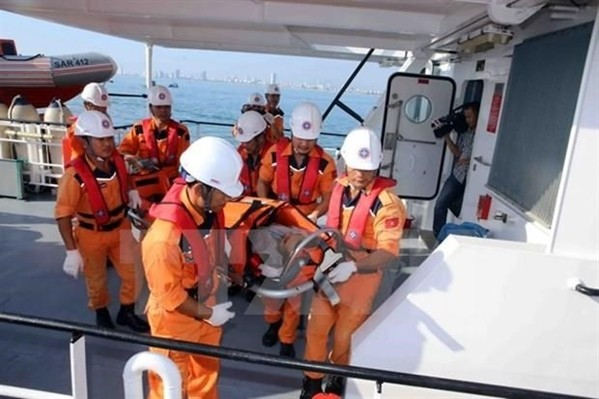 Kịp thời đưa ngư dân bị bệnh từ Huyện đảo Trường Sa về đất liền cứu chữa - ảnh 1