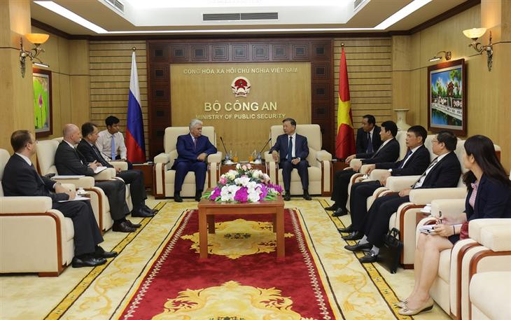 Bộ trưởng Bộ Công an Tô Lâm tiếp Phó Thư ký Hội đồng An ninh Liên bang Nga - ảnh 1