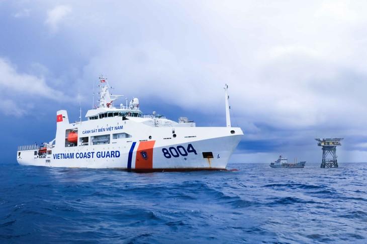 Cảnh sát biển được quyền hoạt động ngoài vùng biển Việt Nam - ảnh 1