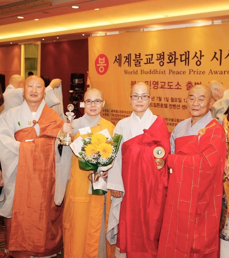 Sư cô Thích Nữ Giới Tánh nhận giải thưởng Hòa bình Phật giáo thế giới - ảnh 1