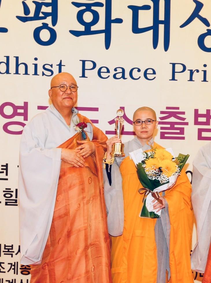 Sư cô Thích Nữ Giới Tánh nhận giải thưởng Hòa bình Phật giáo thế giới - ảnh 2