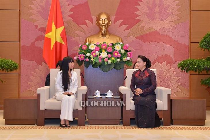 Stephanie Đỗ: Tình yêu của tôi chia đều cho Việt Nam và Pháp - ảnh 1