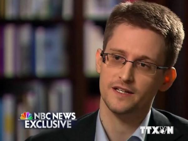 Эдвард Сноуден попросил продлить срок пребывания в России - ảnh 1