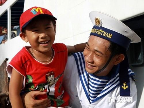 В провинции Нгеан открылась выставка, посвящённая ВМС Вьетнама - ảnh 1