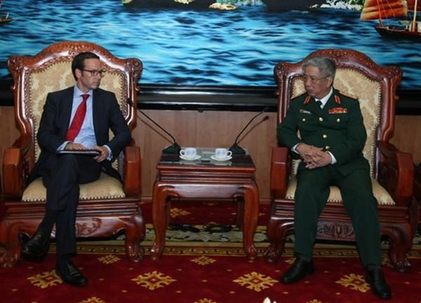 Замминистра обороны Вьетнама принял советника президента США  - ảnh 1