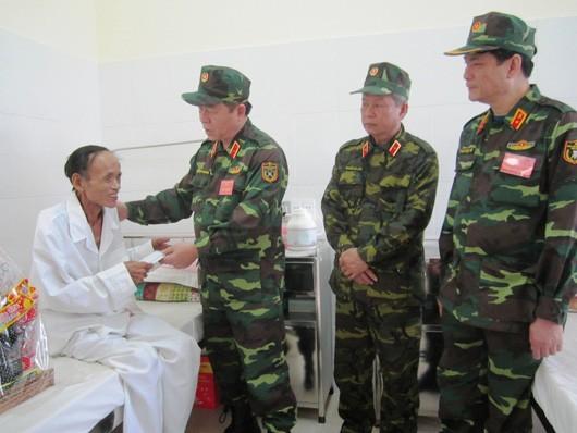 Во Вьетнаме проводится ряд мероприятий, посвященных Дню инвалидов войны и павших фронтовиков  - ảnh 1