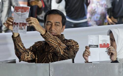 Победу на выборах президента Индонезии одержал губернатор Джакарты Джоко Видодо - ảnh 1