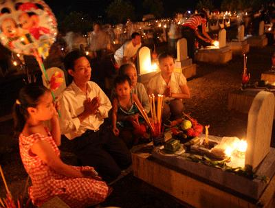 Посещение военного кладбища Чыонгшон в июльские дни - ảnh 4