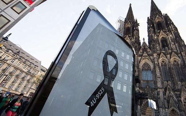 В ФРГ прошла траурная церемония в память о жертвах крушения самолёта А320 - ảnh 1
