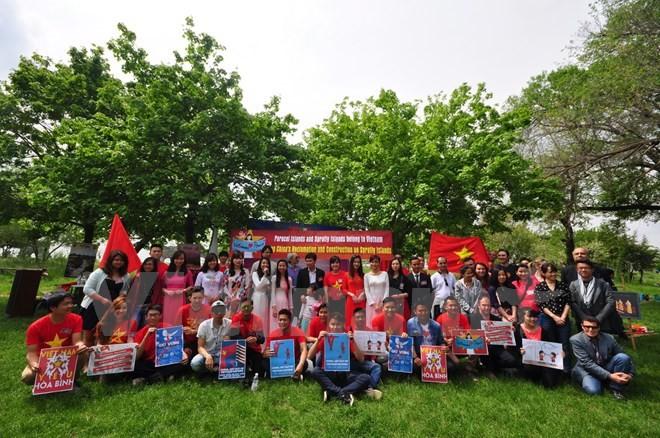 За границей проходят мероприятия в честь Дня полного освобождения Южного Вьетнама  - ảnh 1