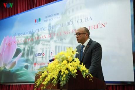 Во Вьетнаме вручены награды победителям Викторины о Кубе - ảnh 1