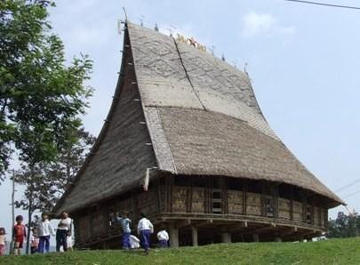 Своеобразные общинные дома на сваях народности Седанг - ảnh 1