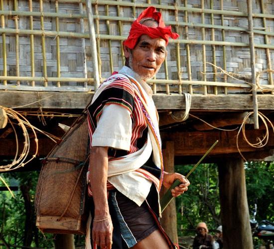 Обычай просить прощения ранним утром – своеобразная черта культуры народности Седанг - ảnh 1