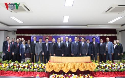 В свет вышло «Полное собрание сочинений Хо Ши Мина» на лаосском языке - ảnh 1