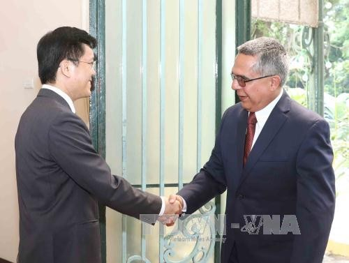 4-е вьетнамо-кубинские политические консультации на уровне замглавы МИД - ảnh 1