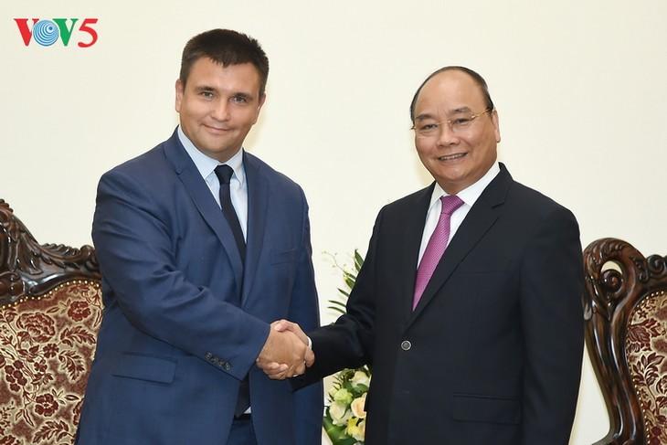 Нгуен Суан Фук принял министра иностранных дел Украины Павла Климкина - ảnh 1