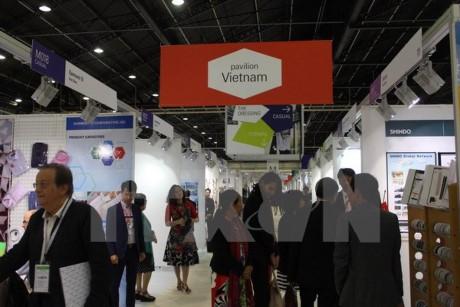 Вьетнам принял участие в Международной ярмарке швейно-текстильных изделий во Франции  - ảnh 1