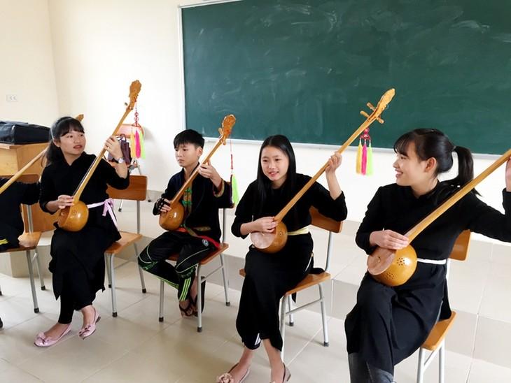 Провинция Куангнинь: любовь к народному искусству прививается школьникам малых народностей  - ảnh 1