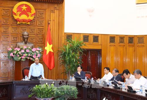 Премьер Вьетнама встретился с руководством 4 провинций, сильно пострадавших от стихийных бедствий - ảnh 1