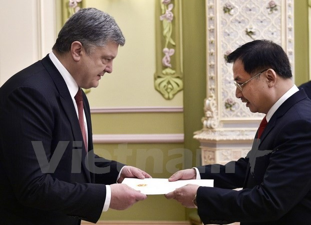 Порошенко: Укрепление отношений с Вьетнамом является приоритетом во внешней политике Украины - ảnh 1