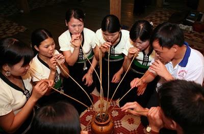 Духовный смысл застолья народности Тхай на северо-западе Вьетнама - ảnh 1
