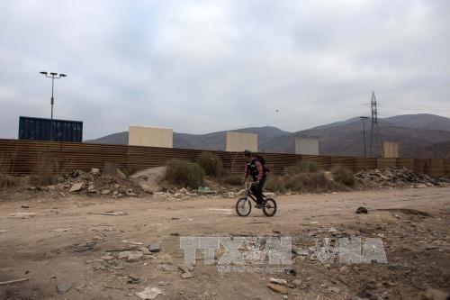 Мексика и США вновь спорят из-за стены на американо-мексиканской границе - ảnh 1