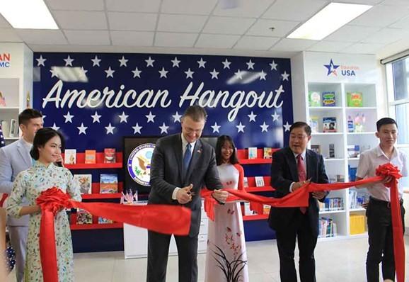 «American Hangout» - первая американская модель интерактивного обучения во Вьетнаме  - ảnh 1