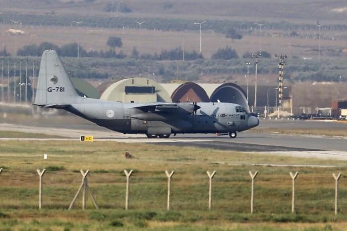 Военный самолет США прибыл в Финляндию для подготовки к саммиту США-Россия - ảnh 1