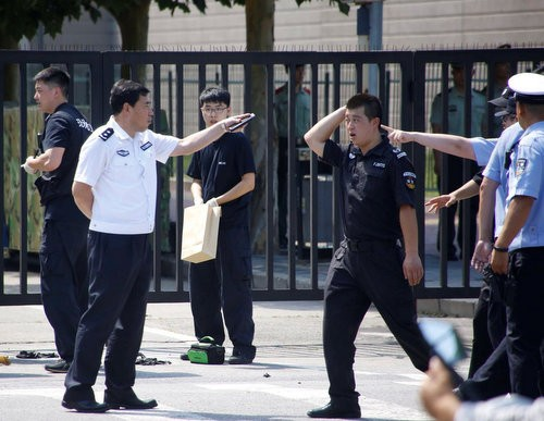 Возле здания посольства США в Китае прогремел взрыв - ảnh 1