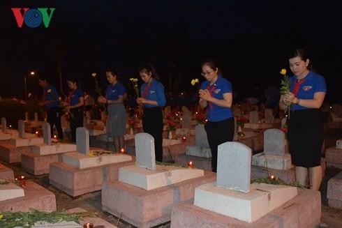 По всему Вьетнаму проводятся мероприятия в честь Дня инвалидов войны и павших фронтовиков - ảnh 1