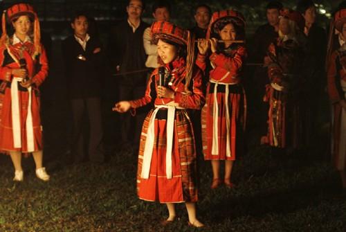 Своеобразная женская одежда народности Патхен  - ảnh 1