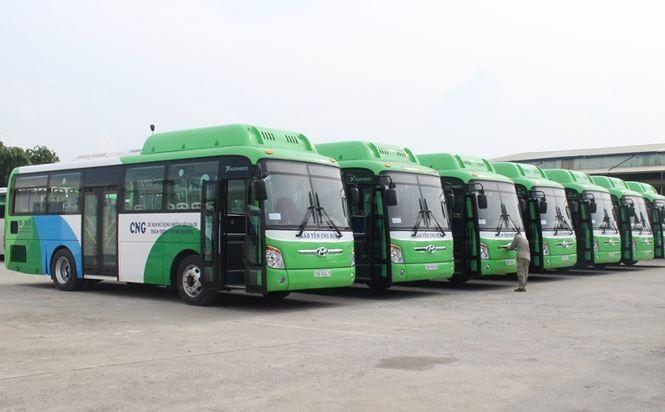 Введение в эксплуатацию автобуса с использованием CNG – часть плана зеленого развития города Ханоя - ảnh 1