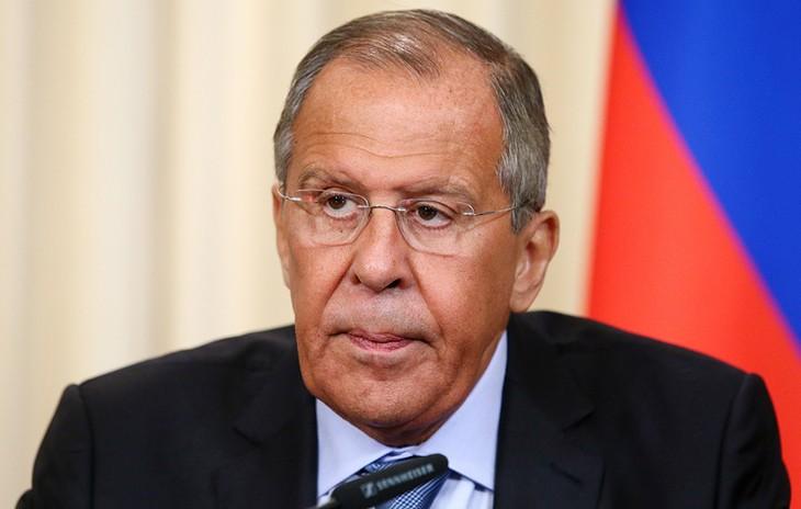 Лавров: Великобритания, призывая ужесточить антироссийские санкции, диктует внешнюю политику США и ЕС - ảnh 1