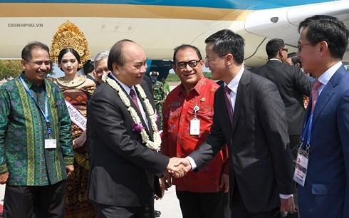 Нгуен Суан Фук прибыл на индонезийский остров Бали на встречу с руководителями стран АСЕАН - ảnh 1