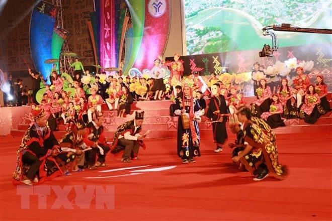 Открылась 2-я Неделя культуры и спорта нацменьшинств, проживающих на северо-востоке провинции Куангнинь - ảnh 1