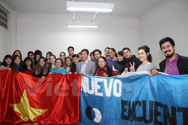 阿根廷大学生关心了解越南 - ảnh 1