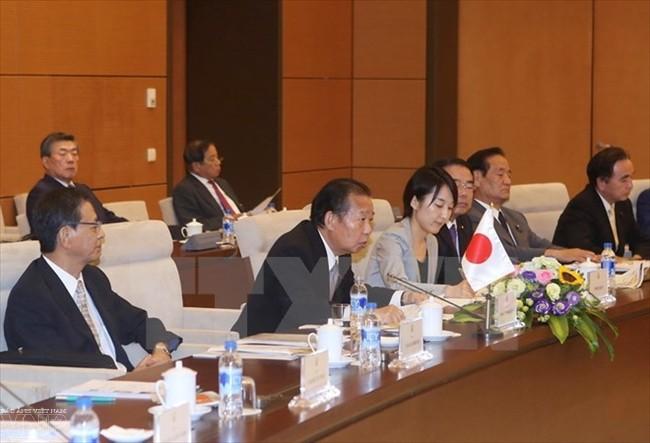 阮富仲会见日本自由民主党秘书长、日越友好议员小组主席二阶俊博 - ảnh 1