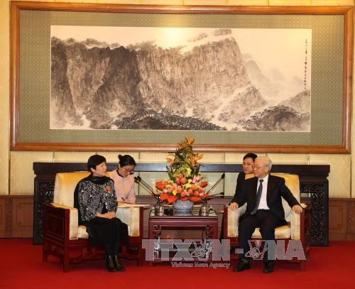 阮富仲会见中国对外友协代表团并出席向李小林会长授予友谊勋章仪式 - ảnh 1
