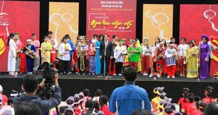语言交流日活动在岘港市举行 - ảnh 1