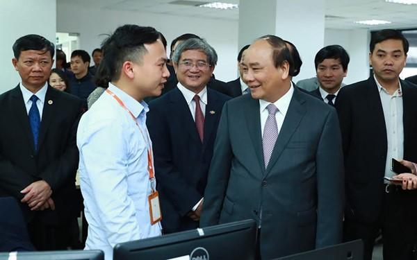 阮春福与和乐高科技园区管委会座谈 - ảnh 1