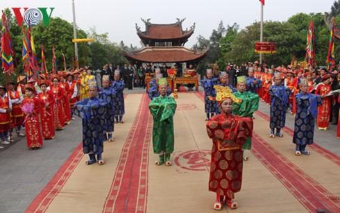 越南富寿省举行国祖雒龙君忌日和上香缅怀国母妪姬 - ảnh 1
