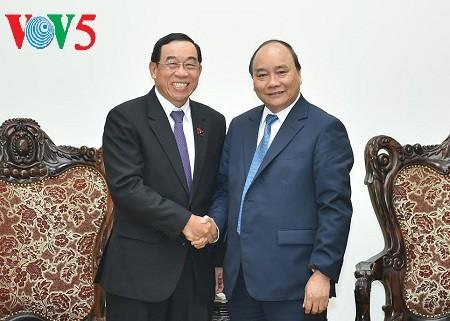 阮春福会见韩国现代汽车集团总裁S.K.Han和老挝公共工程与运输部部长本占 - ảnh 2