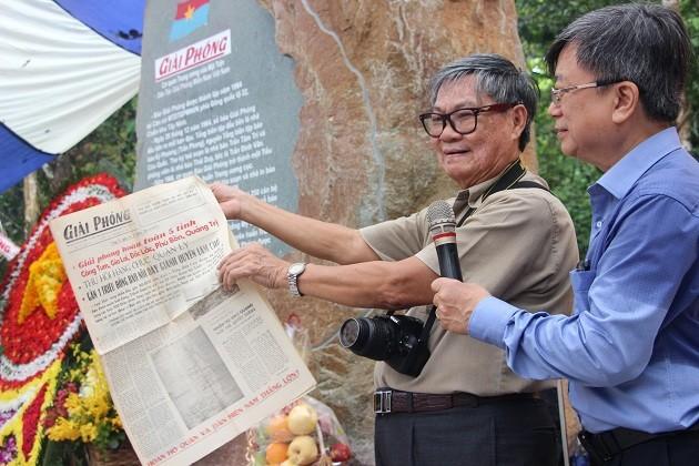 越南《解放报》纪念碑落成 - ảnh 1